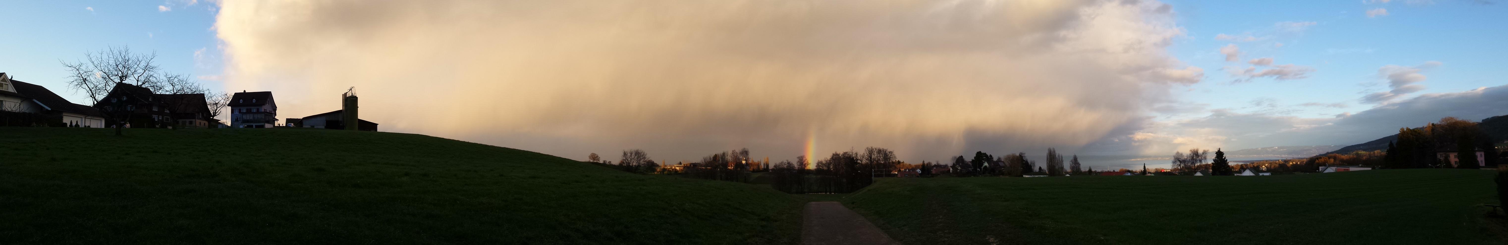 Schöner Januarschauer mit Regenbogen über meiner Wetterstation